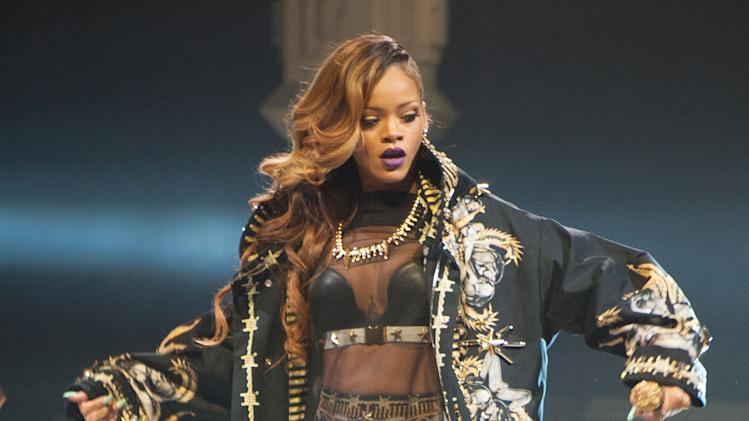 Rihanna cancels Houston show because of illness