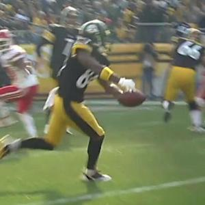 Pittsburgh Steelers wide receiver Antonio Brown bobbles and grabs pass