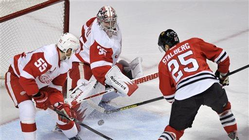 Saad scores in shootout, Blackhawks beat Red Wings