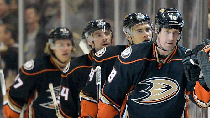 Tim Jackman (R) of the Anaheim Ducks celebrates his goal for a 4-0 lead over the Calgary Flames, during the second period of their NHL game at Honda Center in Anaheim, California, on January 21, 2015