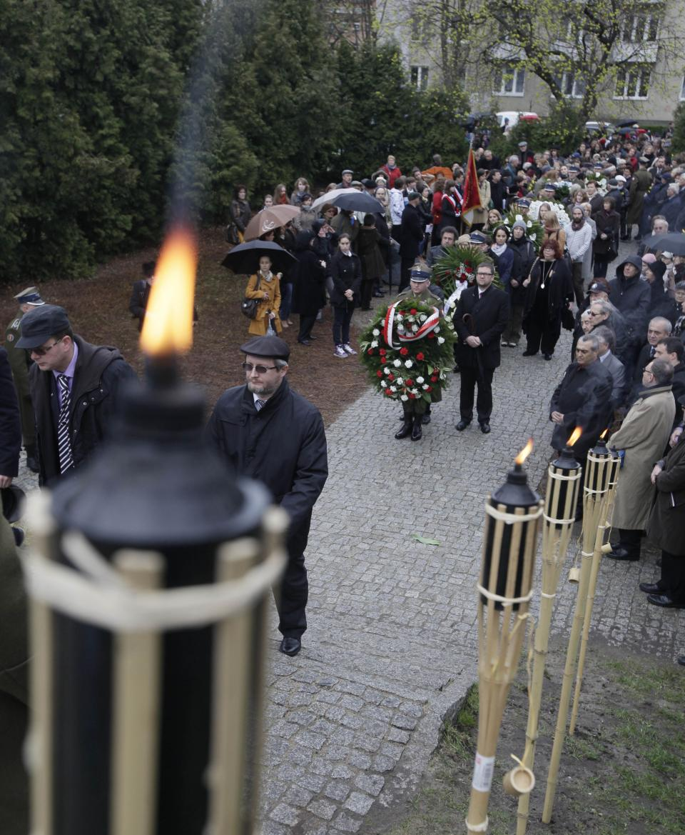 Members of Warsaw's Jewish community, city officials and others gather to mark the 69th anniversary of the doomed Warsaw Ghetto Uprising, in Warsaw, Poland, on Thursday, April 19, 2012. (AP Photo/Czarek Sokolowski)