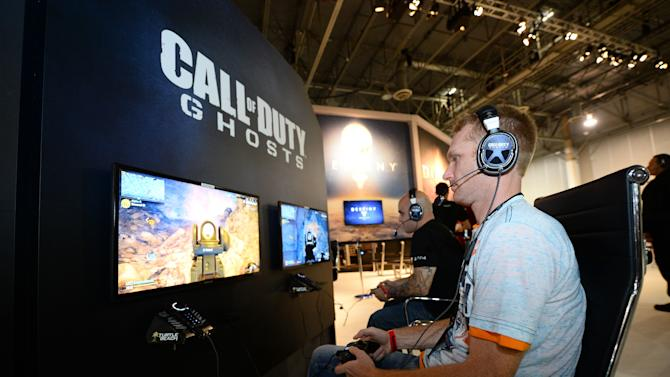 """An attendee plays """"Call of Duty: Ghosts"""" at the GameStop Expo in Las Vegas on Wednesday, Aug. 28, 2013. (Photo by Al Powers/Invision/AP)"""
