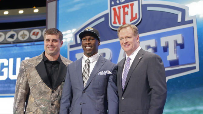 USC wide receiver Marqise Lee, center, poses for photos with NFL commissioner Roger Goodell and former Jacksonville Jaguars center Brad Meester after being selected as the 39th pick by the Jaguars in the second round of the 2014 NFL Draft, Friday, May 9, 2014, in New York. (AP Photo/Jason DeCrow)