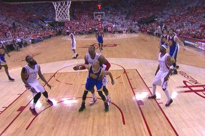 Stephen Curry outmuscled Dwight Howard for a rebound