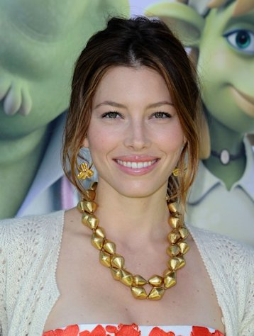 "Jessica Biel had a style miss at ""Total Recall"" premiere."