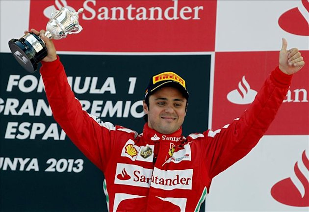 El piloto brasileo Felipe Massa, celebra su tercera posicin en el Gran Premio de Espaa de F1. 
