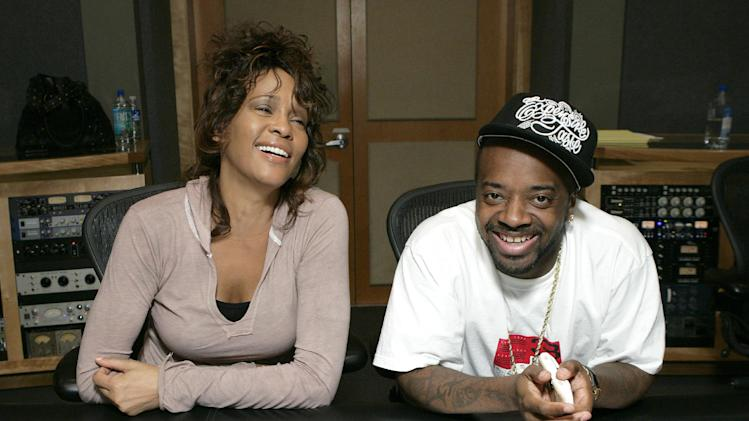 """EXCLUSIVE CONTENT - PREMIUM RATES APPLY Whitney Houston in studio with Jermaine Dupri recording her last single """"Never Give Up"""" on May 7, 2007 in California. (Photo by Todd Williamson/Invision/ AP Images)"""