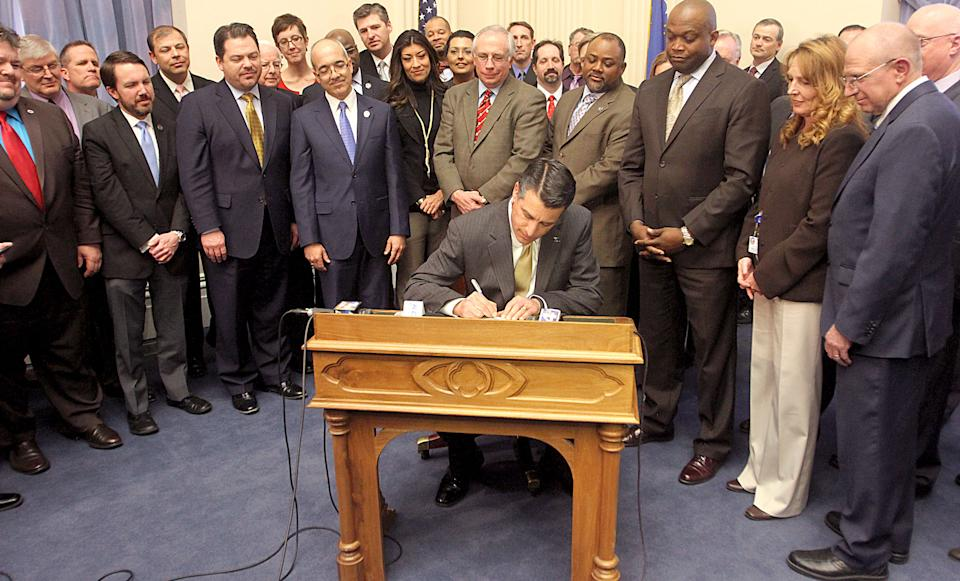 Nevada governor signs online gambling bill