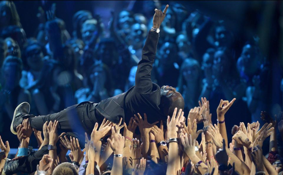 Kevin Hart floats on the crowd at the MTV Video Music Awards on Thursday, Sept. 6, 2012, in Los Angeles. (Photo by Mark J. Terrill/Invision/AP)