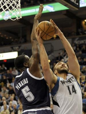 Minnesota Timberwolves' Nikola Pekovic (14), of Montenegro, shoots against Oklahoma City Thunder's Kendrick Perkins (5) during the first quarter of an NBA basketball game at the Target Center on Thursday, Dec. 20, 2012, in Minneapolis. (AP Photo/Hannah Foslien)