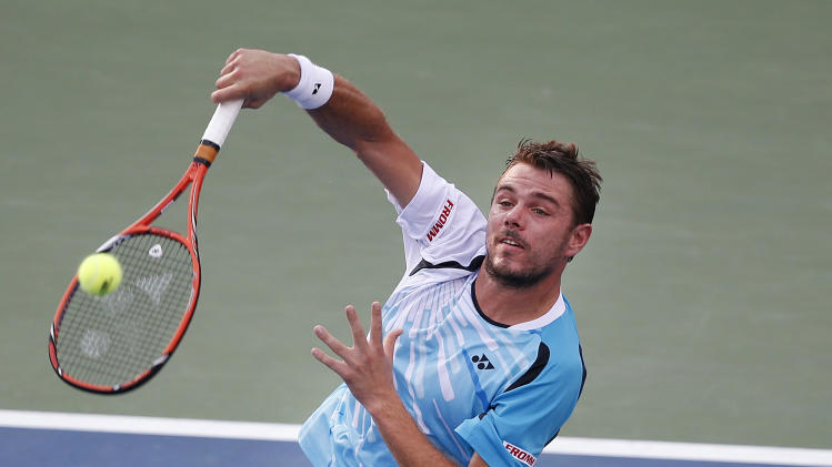 Stan Wawrinka, of Switzerland, returns a shot to Tommy Robredo, of Spain, during the fourth round of the U.S. Open tennis tournament Monday, Sept. 1, 2014, in New York. (AP Photo/Jason DeCrow)