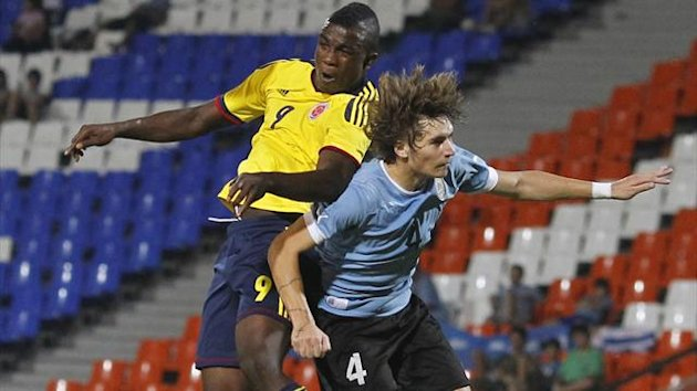 Uruguay's Guillermo Varela (R) and Colombia's Jhon Andres Cordoba Copete jump for a header during their South American under-20 championship soccer match in Mendoza January 23, 2013 (Reuters)