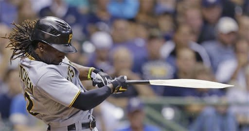 Hart homers to lift Brewers over Pirates 3-2