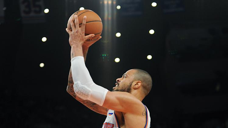 New York Knicks' Tyson Chandler, left, is fouled by Chicago Bulls' Kirk Hinrich during the first quarter of an NBA basketball game Friday, Jan. 11, 2013, at Madison Square Garden in New York. (AP Photo/Bill Kostroun)