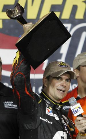 Gordon pulls away late for win at Kansas Speedway