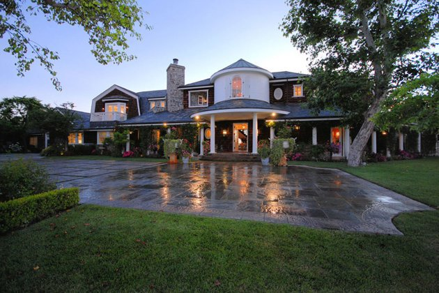 <p>Jessica Simpson buys spacious Osbourne mansion in Hidden Hills, CA</p>