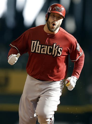 Hinske powers Diamondbacks past Brewers 8-7