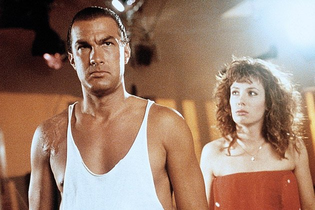 "Kelly LeBrock und Steven Seagal in ""Hard to Kill"" (Bild: ddp Images)"