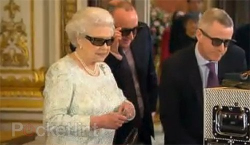Queen's Christmas message to be shown in 3D, her majesty dons fancy 3D specs for preview. 3D, Televisions, Home Cinema, Queen, Christmas 0