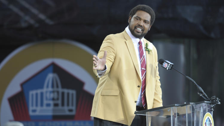 Former Baltimore Ravens player Jonathan Ogden speaks during the induction ceremony at the Pro Football Hall of Fame Saturday, Aug. 3, 2013, in Canton, Ohio. (AP Photo/David Richard)