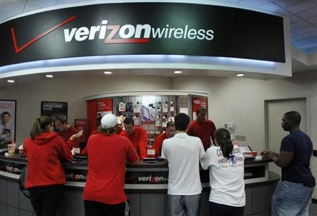 Exclusive: Verizon eyes roughly 0 billion bid for Verizon Wireless stake