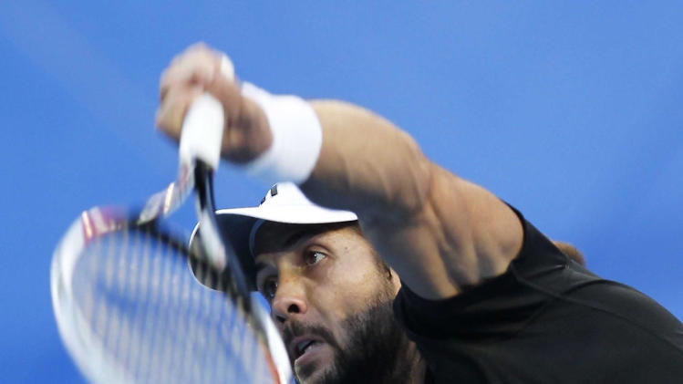 CORRECTS SCORE - Spain's Fernando Verdasco serves to Serbia's Novak Djokovic during their men's final match at the Hopman Cup tennis tournament in Perth, Australia, Saturday, Jan. 5, 2013. Djokovic won the match 6-3, 7-5. (AP Photo/Theron Kirkman)