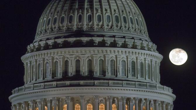 AP Sources: 'Fiscal cliff' deal emerging