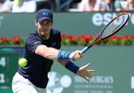 Murray advances without worry against Young