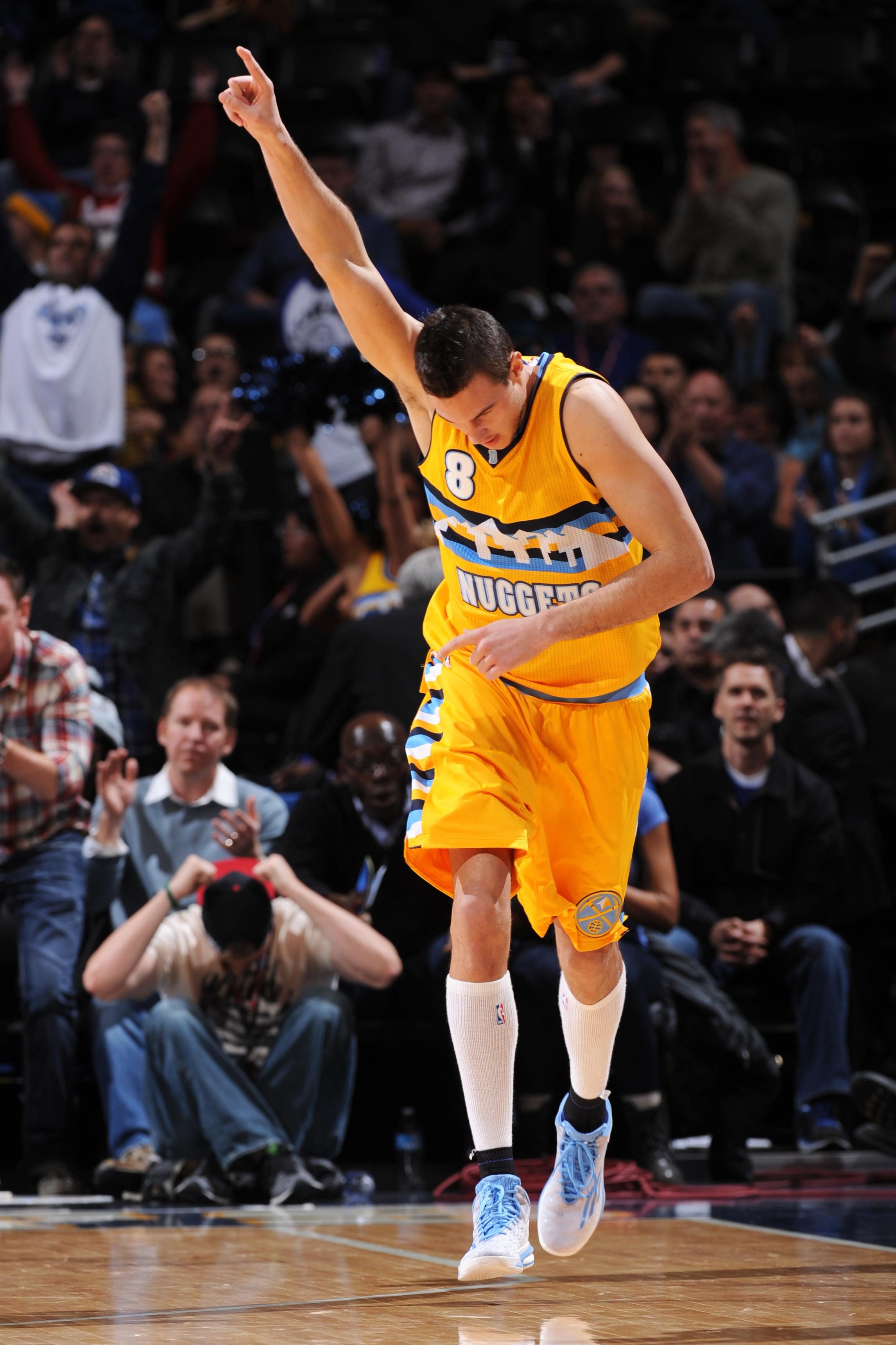 Nuggets hang on to beat Clippers 109-106