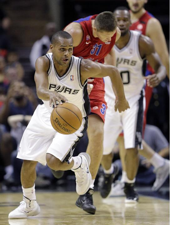 San Antonio Spurs' Patty Mills, left, of Australia, races upcourt as CSKA Moscow's Victor Khryapa (31) pursues after he stole the ball during the second half of an exhibition NBA basketball game Wedne