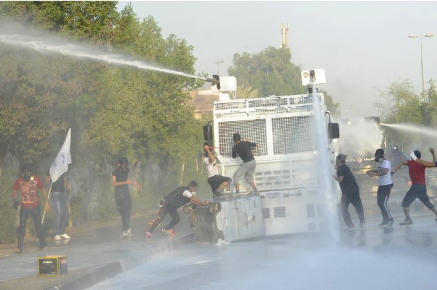 Police clash with protesters in Bahrain
