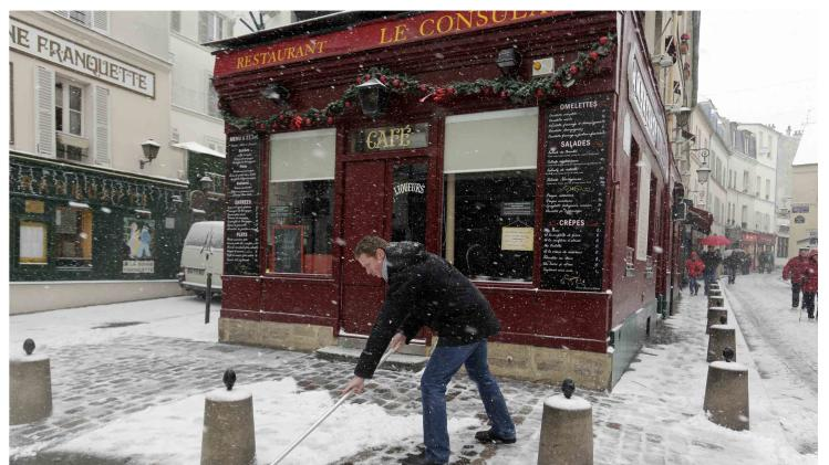A combination of two pictures shows a restaurant near the 'Place du Tertre', a square at the Butte Montmartre area in Paris