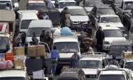 People walk at a market amidst a traffic jam in downtown Cairo March 11, 2013. REUTERS/Amr Abdallah Dalsh
