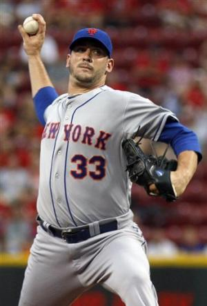 Harvey does it all in Mets' 8-4 win over Reds