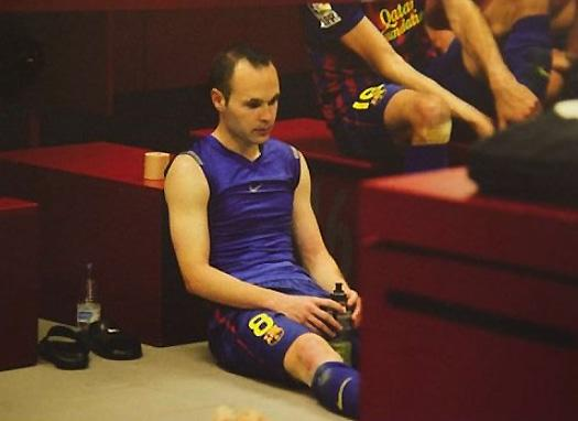 Andres Iniesta ponders the defeat that dismayed the world of football  (Photo: Miguel Ruiz)
