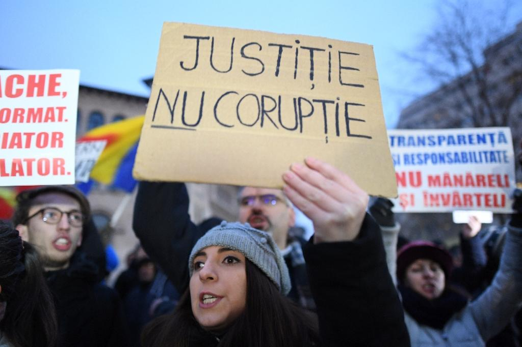 Over 15,000 Romanians protest against amnesty bill