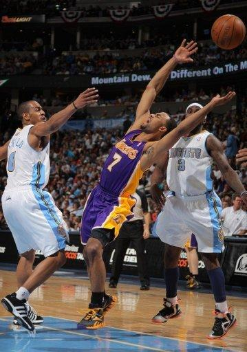 Ramon Sessions nailed the go-ahead three-point shot with 48 seconds left to lift the Los Angeles Lakers to a 92-88 win