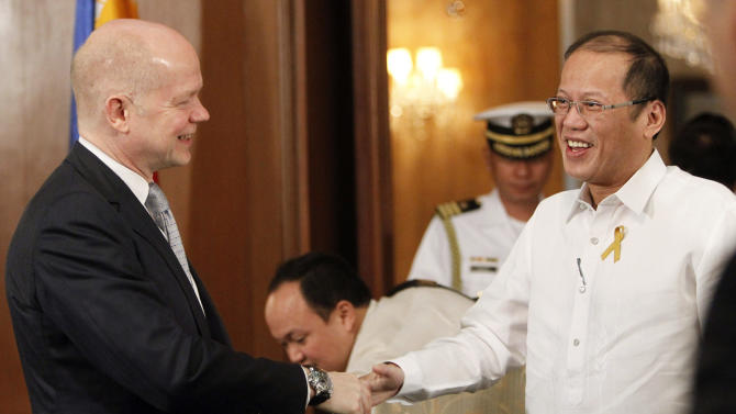 Philippines President Benigno Aquino III, right, greets British Foreign Secretary William Hague during his visit to the presidential palace in Manila, Philippines Thursday, Jan. 30, 2014. (AP Photo/Romeo Ranoco, Pool)