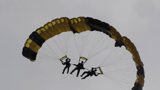 South Korean special army soldiers parachute down during the 66th anniversary of Armed Forces Day at the Gyeryong military headquarters in Gyeryong, South Korea, Wednesday, Oct. 1, 2014. (AP Photo/Ahn Young-joon)