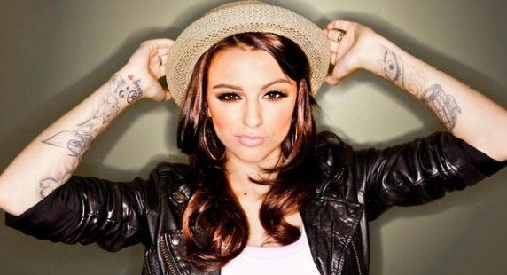 "Cher Lloyd : Cher Lloyd invite le rappeur Snoop Dogg sur ""Want U Back"""