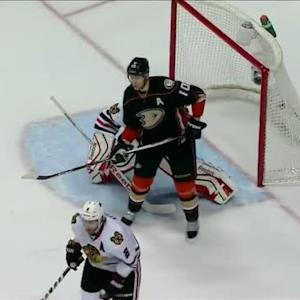 Perry deflects Getzlaf's shot past Crawford