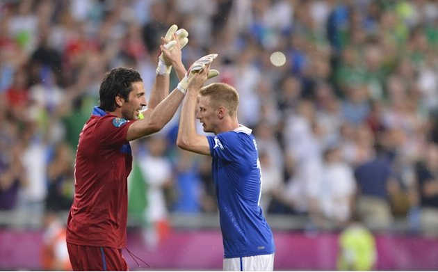 Italian Goalkeeper Gianluigi Buffon (L) Celebrates AFP/Getty Images