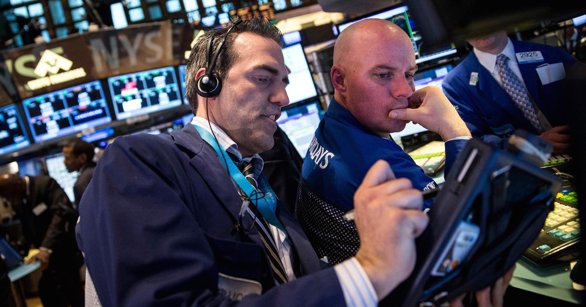 Techs surge on earnings, boosts Nasdaq, S&P 500 to record close