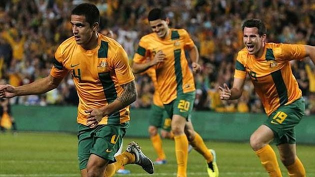 Australia's Tim Cahill (L) celebrates with team mates after scoring a goal during the international friendly match against Costa Rica in Sydney November 19, 2013.