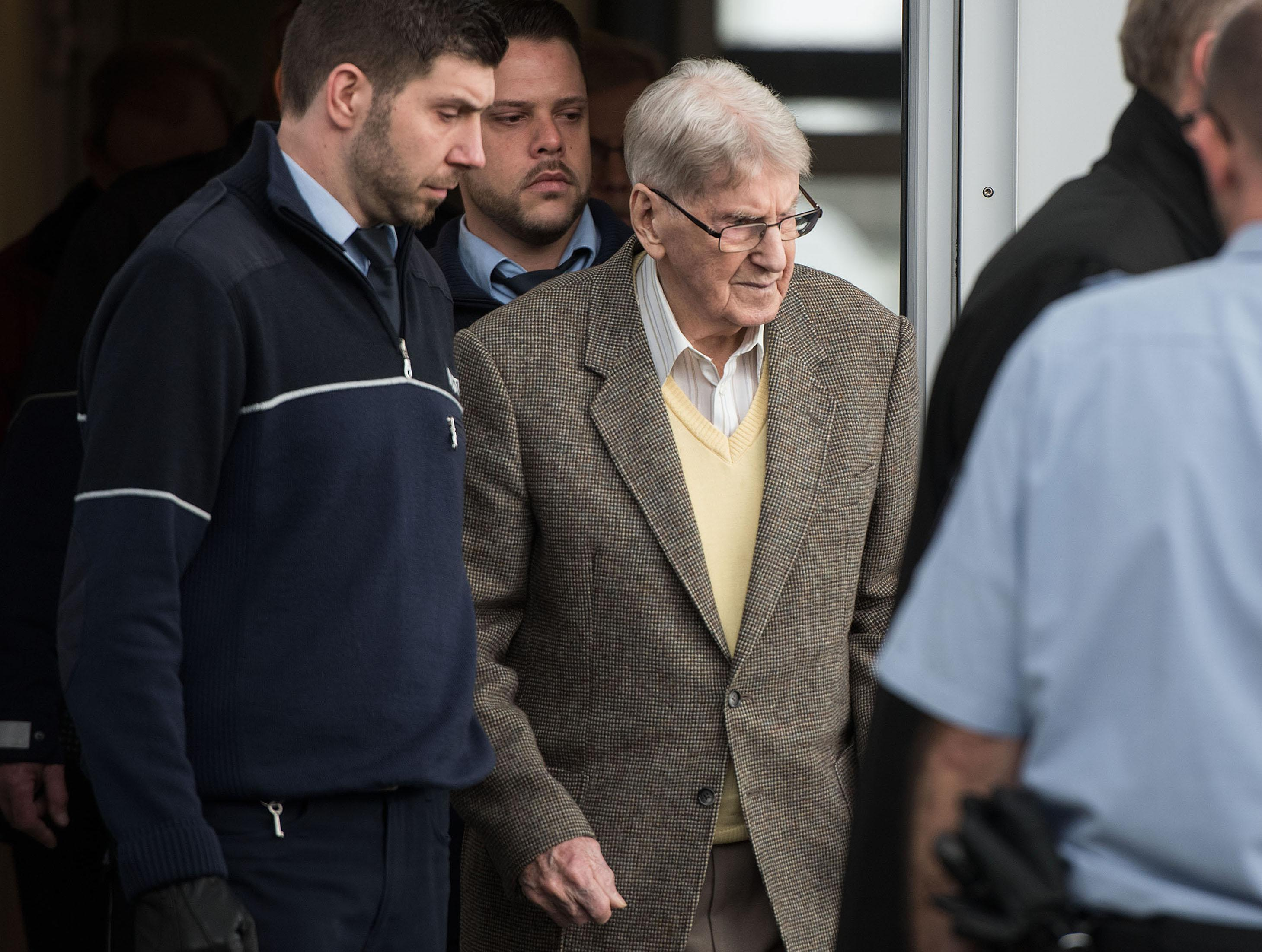 Trial of Reinhold Hanning, former Auschwitz guard, in Detmold, Germany