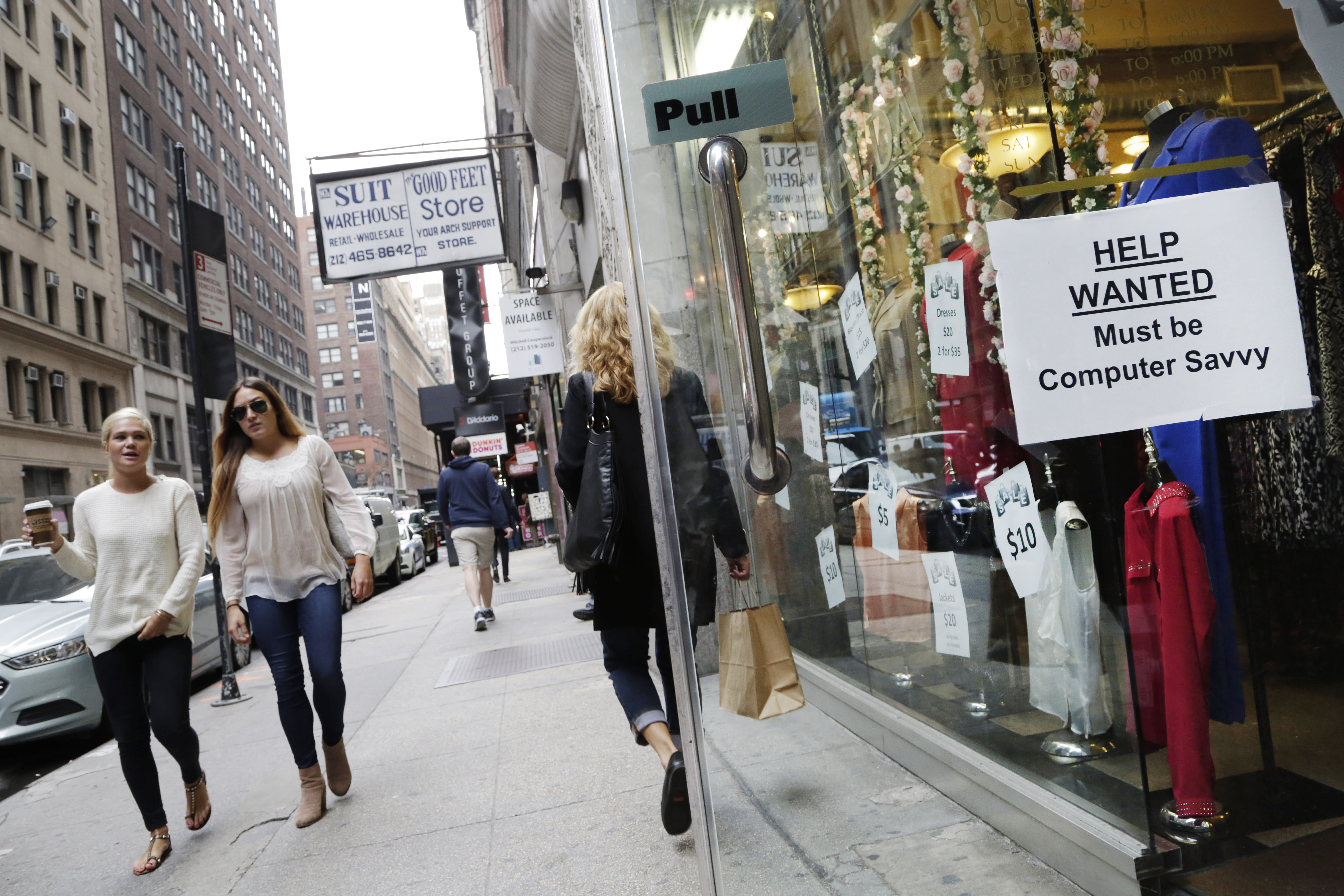 US consumer confidence falls hard in November