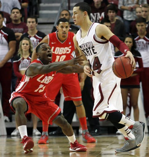 Williams leads No. 16 Lobos over rival Aggies