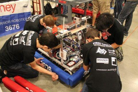 Mouser Electronics Gears Up for 2013 FIRST® Championship Event