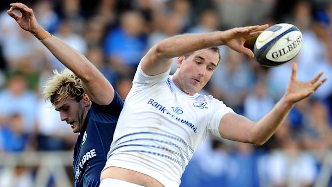 Leinster's Irish lock Devin Toner (right) grabs the ball in a line out next to Castres' Scottish lock Richie Gray during the European Champions Cup rugby union match between Castres and Leinster in Castres on October 26, 2014