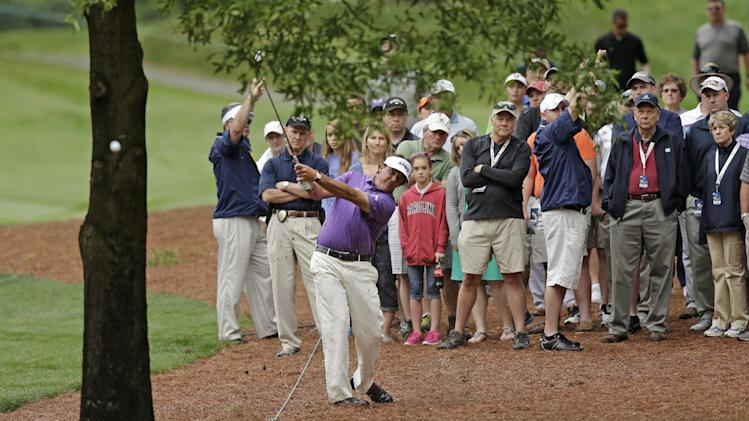 Cabrera, Flores tied for lead at Quail Hollow